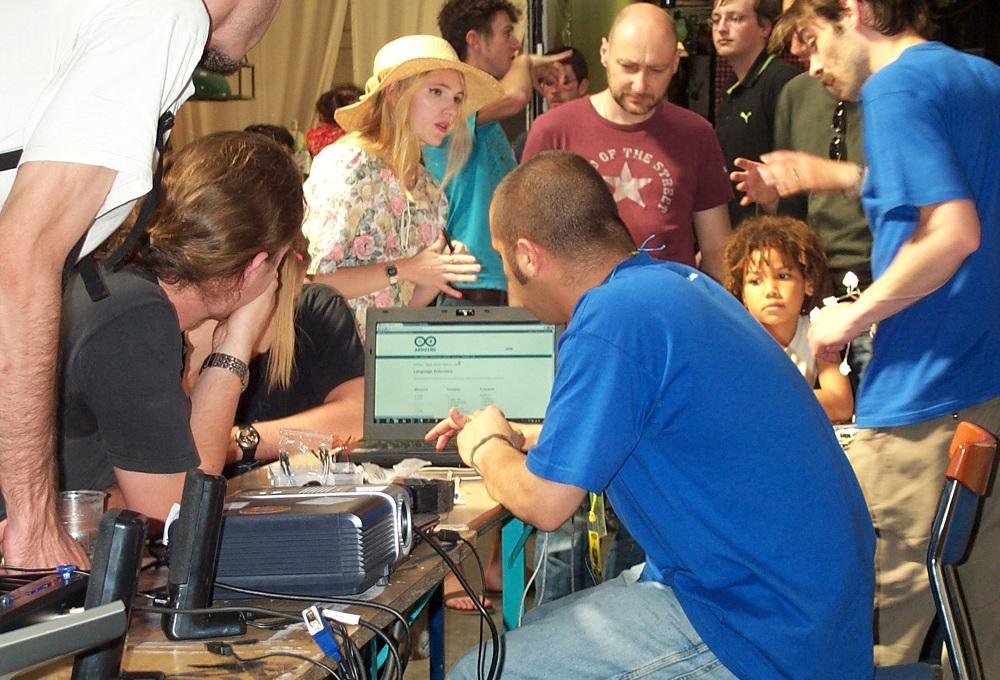 http://sigfood.dinorama.fr/thsf/atelier-arduino.jpg